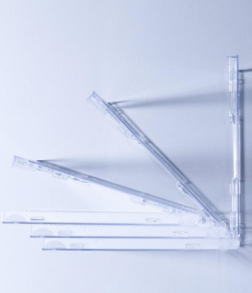 PLASTIC IS 空気のように軽くしなやかに動く。