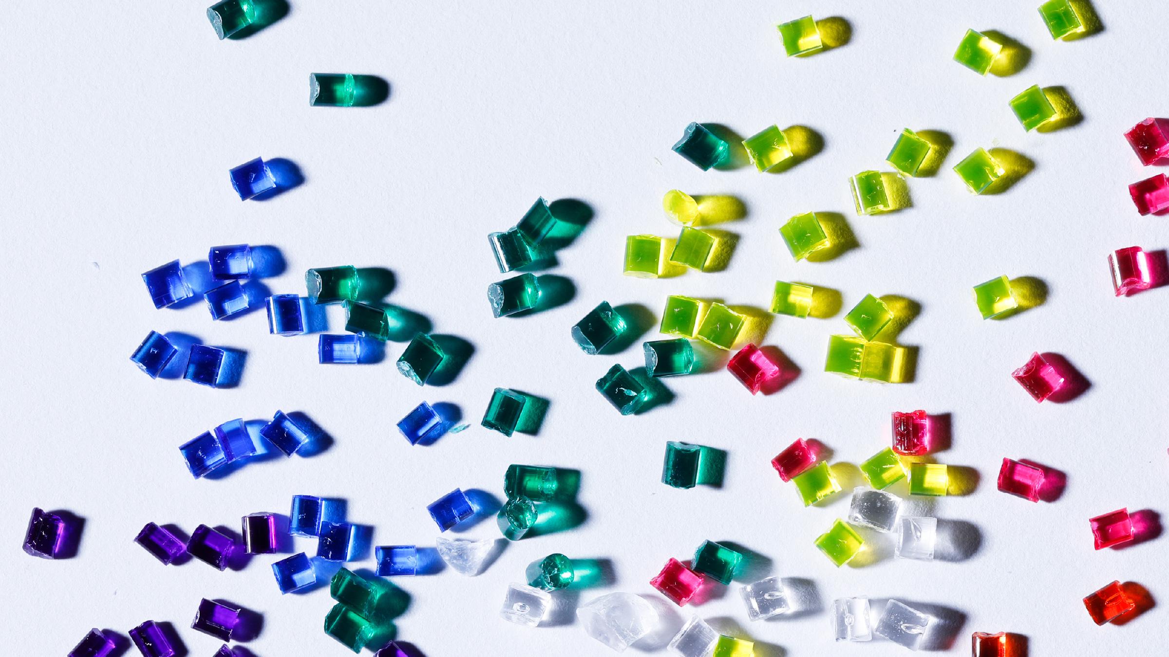 PLASTIC IS 光を味方につけ狙いどおりの色を再現できる。