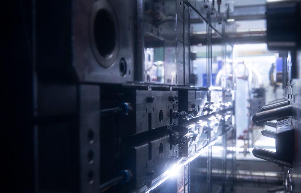 世界最軽量CDケース生産ライン/金型