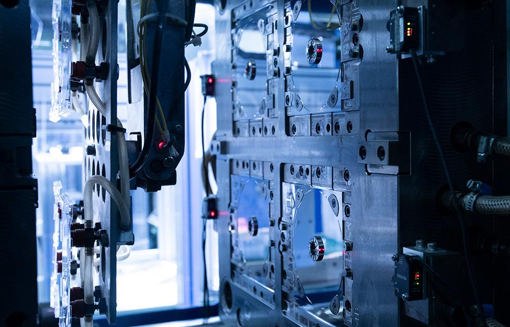 トレイ排出検知インターロック機構:社内設計